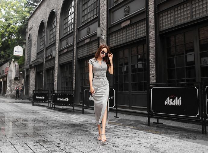 系扣式长款连衣裙, 穿出火辣好身材。 6