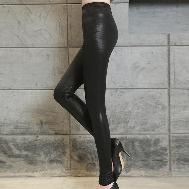 今年的皮裤+浅口尖头鞋, 看这腿部、脚部太修长显瘦了 6