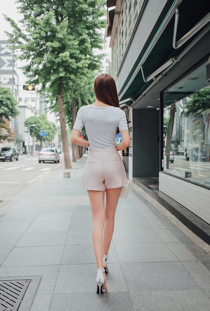 周未出游, 有高跟鞋与短裙就很美了!