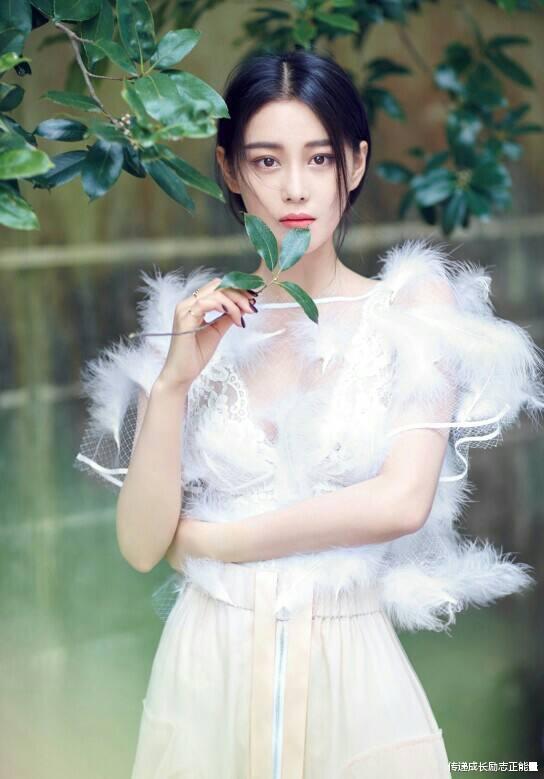 似仙女, 張馨予T臺秀, 藍色紗裙, 身姿曼妙, 她不僅迷人更勵志-圖10