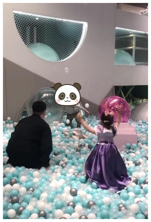 陳赫為4歲女兒慶生, 被曝包下整個遊樂園, 與鄧超玩得比孩子開心-圖9