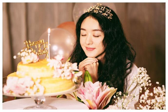 趙麗穎迎來33歲生日, 上熱搜的卻是馮紹峰, 粉絲笑出瞭豬叫聲-圖1