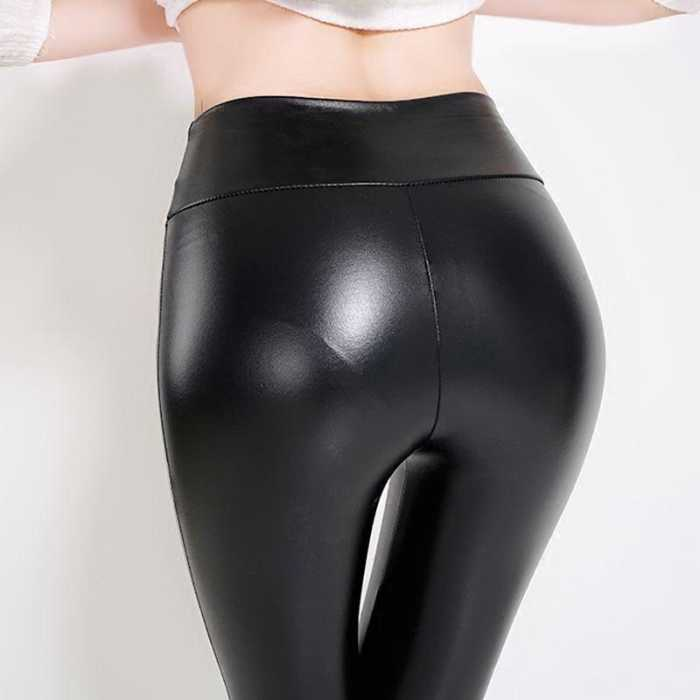 皮裤+皮衣的搭配是完美的, 亲肤舒适, 风再大也不怕冷哦