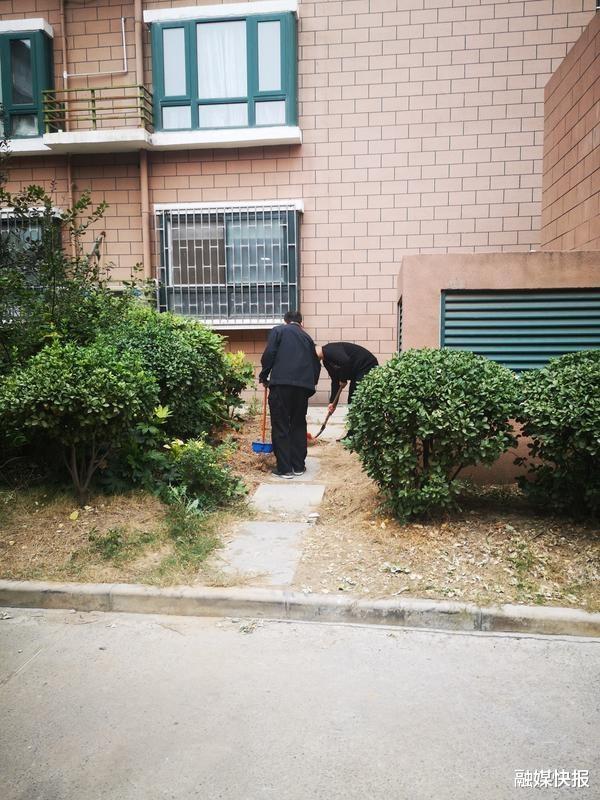 痛心! 河南鄭州初一女孩從小區29樓跳下墜亡, 地面瞬間被染紅-圖3
