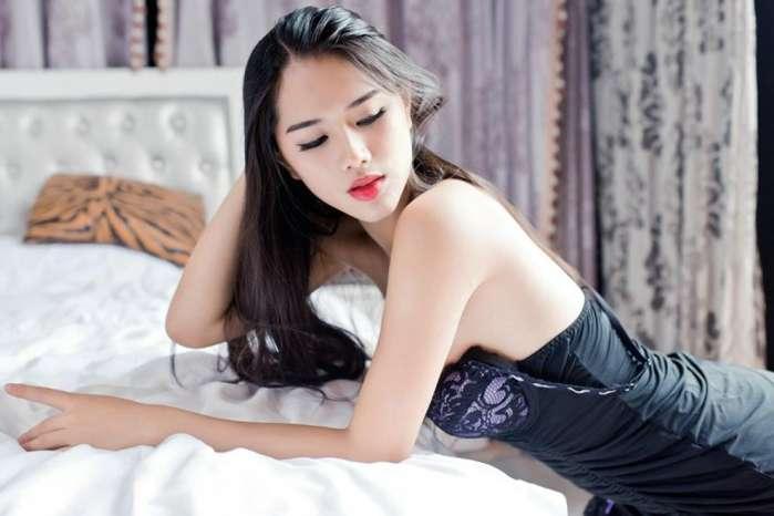 气质女神的搭配黑色紧致连衣裙, 身材完美性感诱惑 2