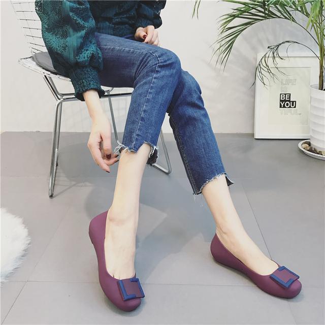 41岁马伊琍现身机场, 打扮得比子君还精致, 脚上的瓢鞋更是好看 9