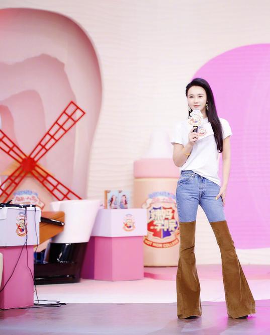 冉莹颖现身机场, 一件塑身上衣引热议, 网友: 要是撑破就尴尬了! 8