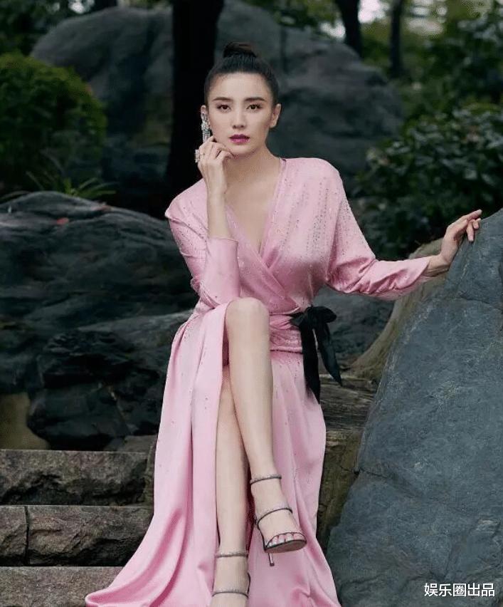 終於明白為啥劉德華主動邀請她拍戲, 看到她穿粉裙的氣質, 誰不愛-圖4