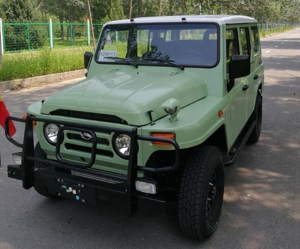 國產情懷SUV完成升級! 2.4T動力+四驅, 雙色車身比路虎衛士還帥氣-圖6
