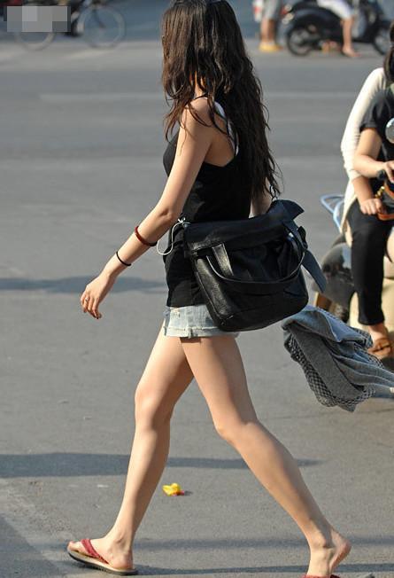 街拍: 高校校园街拍, 热裤大长腿, 都是黄花大闺女