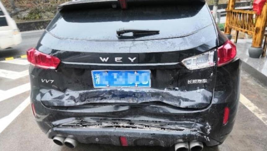 長城WEY VV7遭大巴車追尾, 出乎意料, 網友: 這才是國產車的質量-圖4