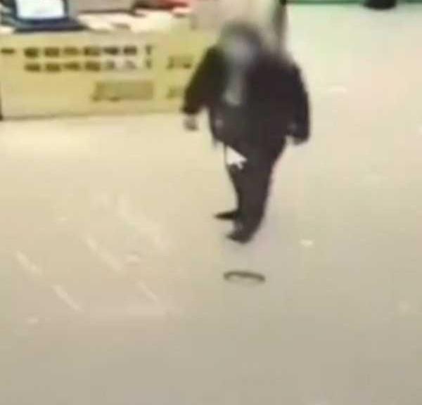 男孩入廁被陌生男子捂住口鼻 50多歲嫌疑人被抓-圖3