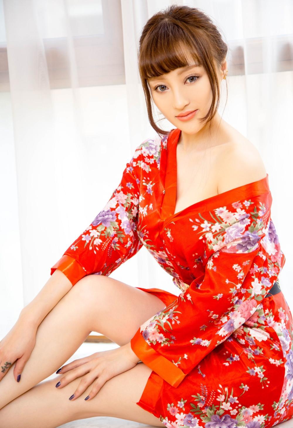 俏美女生, 用一件印花红裙来展示自己的小情调 4