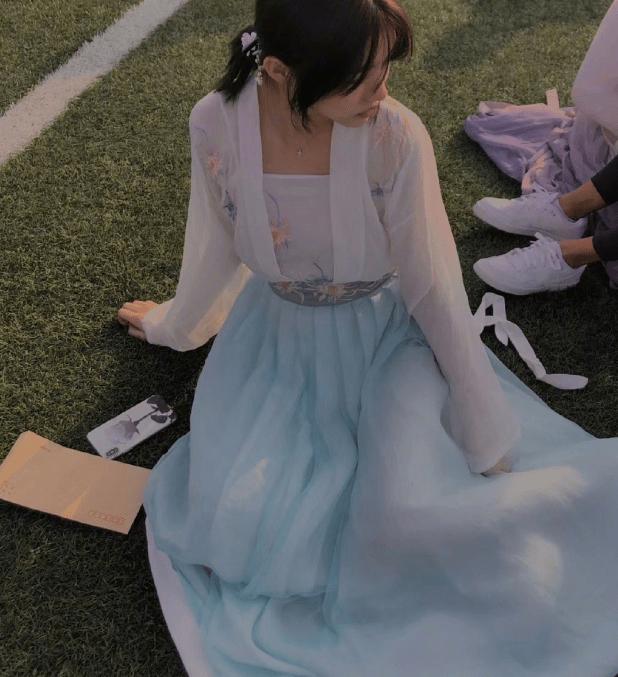 汪峰16歲大女兒近照曝光 化濃妝穿吊帶直角肩搶鏡-圖12