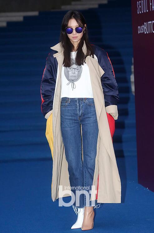 时尚教科书孔孝真的这双鞋子 撑起了整个首尔时装周