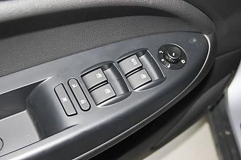 哪款配置更豐富 2015款金杯智尚S30 PK 2016款駿派D60