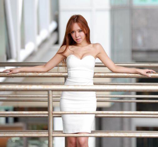 美女搭配连衣裙, 穿出清新气质美感