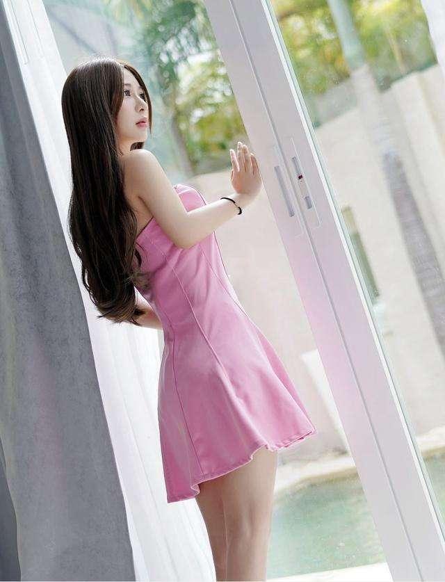 长腿粉色短裙女神, 皮肤白皙 唯美气质 1