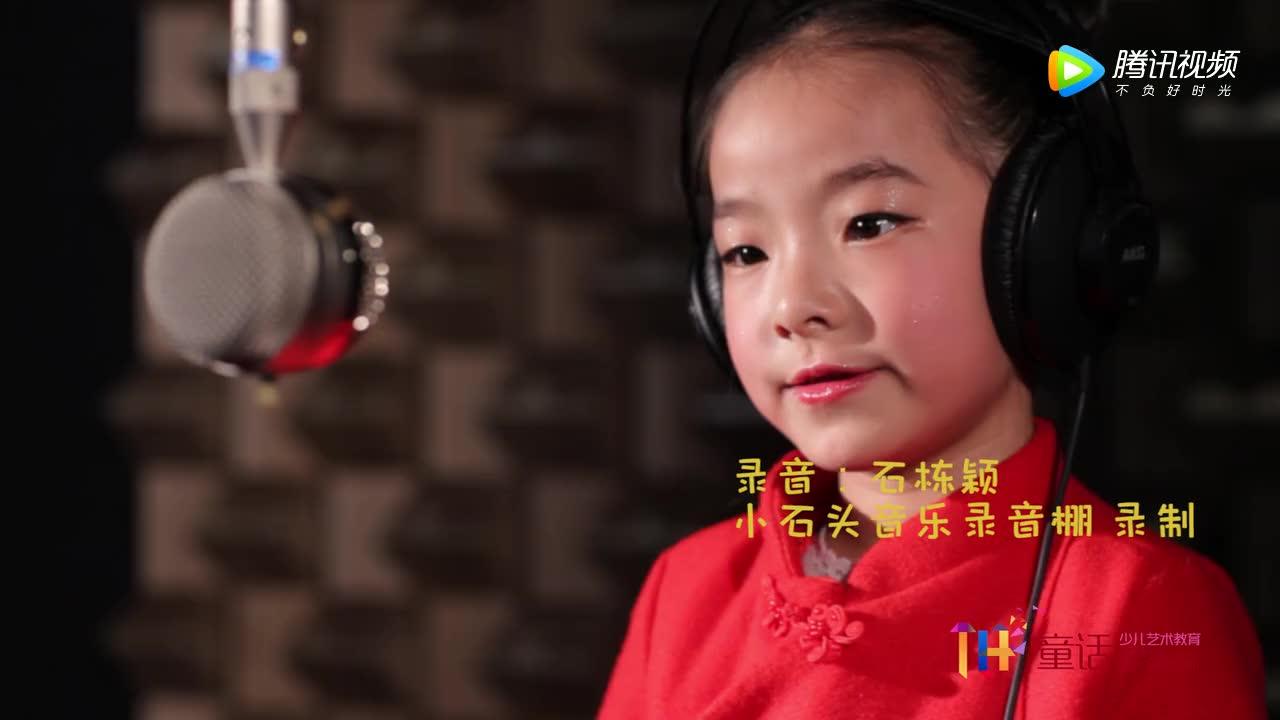 小萝莉演唱梅派代表作品《梨花颂》可爱至极!