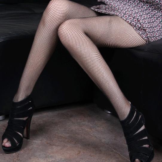 再美的高跟也需要丝袜来配, 尽情展现曼妙身姿