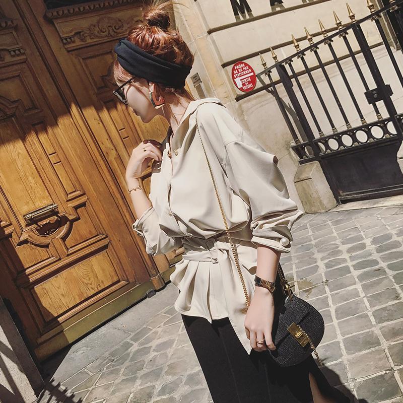 一件气质的秋季衬衫, 让你显得知性又迷人