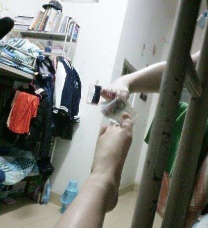 不仅有铜臭味,还有脚臭味-妹子, 你这是在测量 奶拔 么 爆笑内涵囧图图片