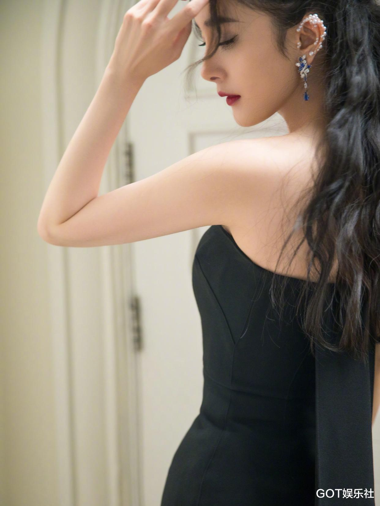 風尚大典明星造型來瞭! 楊冪黑白兩套禮服, 唐嫣天鵝公主裙驚艷-圖3