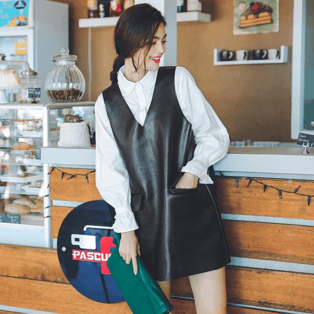 同为30岁, 赵丽颖与刘亦菲同穿皮裙, 一位霸气, 一位却小气? 5