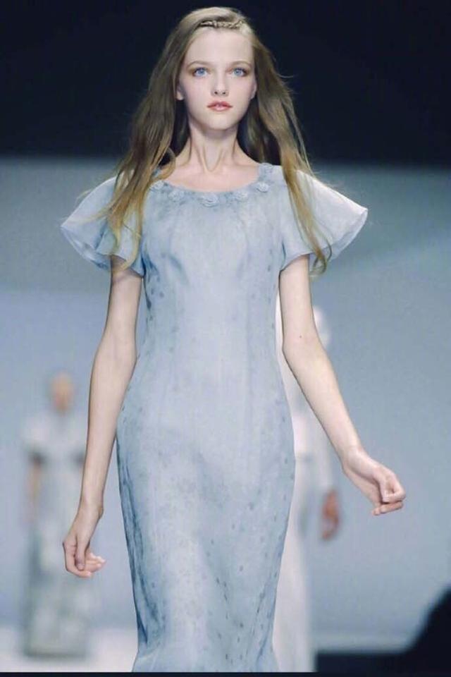 她是仙女模特界的鼻祖, 美到不像人类, 就是橱窗里的洋娃娃! 1
