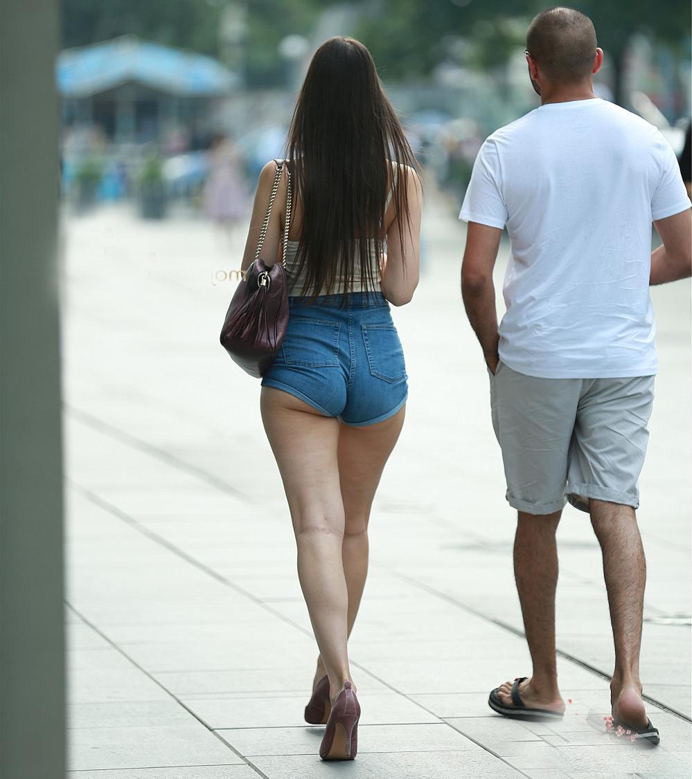 短裤女神街拍, 穿出不同的美人风格, 高挑优雅曲线迷人!
