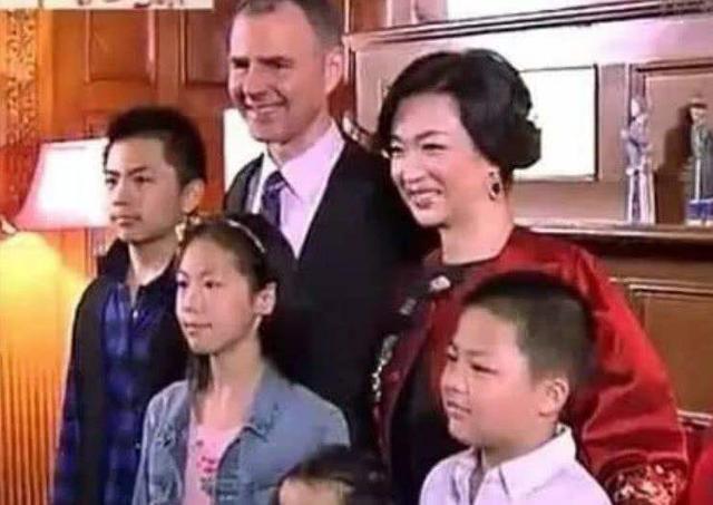 """圈中離婚又復婚的明星夫妻, 薛之謙不算什麼, 陶大宇才是""""王者""""-圖10"""