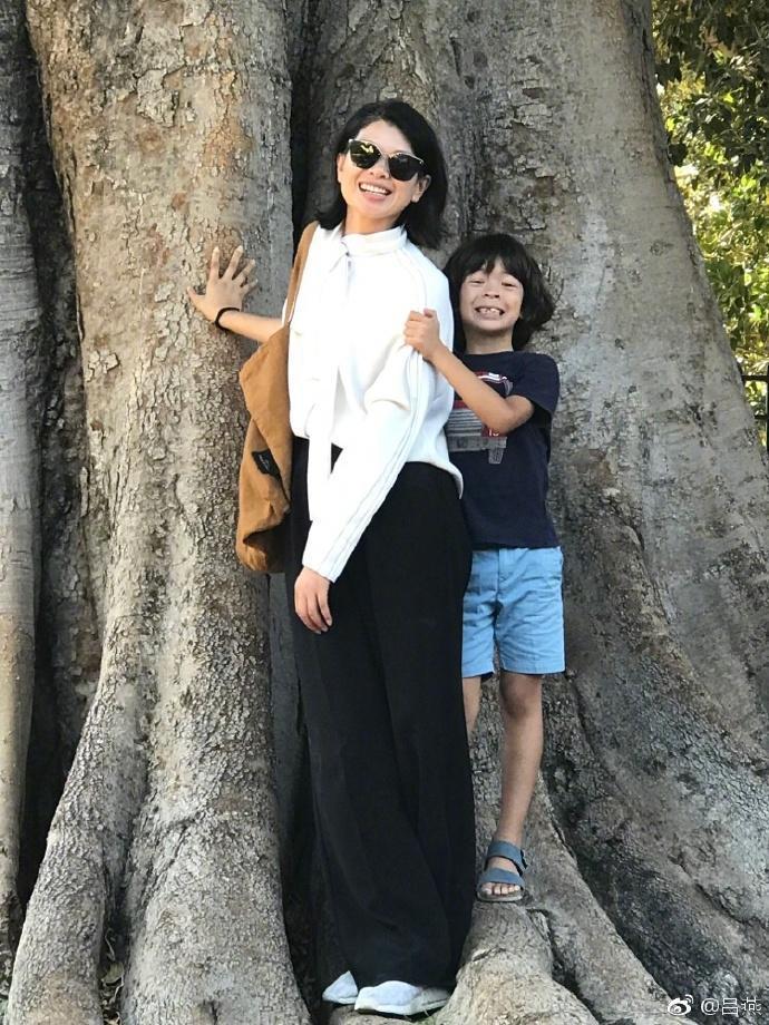 长得丑却被李东田捧成超模, 远嫁法国老公7年 如今5岁混血儿子长这样 10
