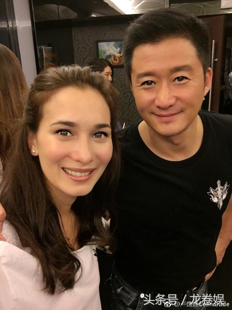 《战狼2》卢靖姗穿了一款全透明的裙子! 吴京羞得不敢看她!