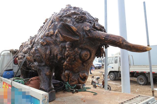 汉深山挖出巨大树根 做成根雕欲卖6万天价