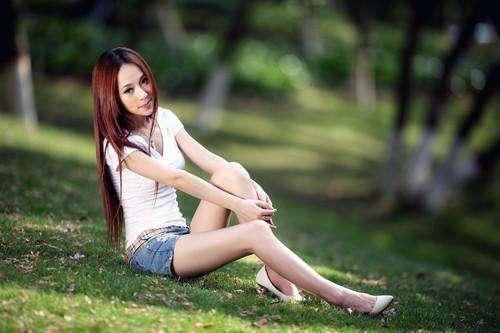 喜欢牛仔裤的姑娘, 应该是一个简单的姑娘