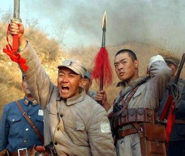 """抗日神劇又出""""奇葩造型"""", 女兵窮到沒褲子穿? 網友: 請尊重歷史!-圖1"""