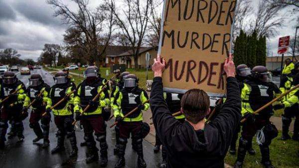 """諷刺! CNN制片人報道民眾抗議被捕, 警察還問""""你會講英語嗎? """"-圖3"""