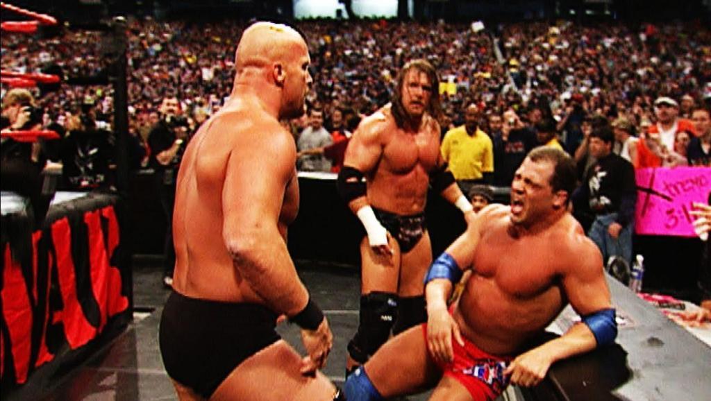 """WWE擂台之王""""冷石""""暴揍奥运冠军科特,打出擂台还不停手!"""