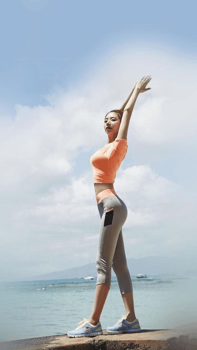 紧身裤展现出女性婀娜身姿特别受人们的欢迎! 4