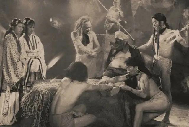 最老版的《西遊記》, 為什麼會被禁播? 網友: 看看女妖精的穿啥-圖9