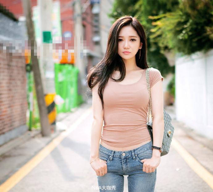 街拍紧身牛仔裤美女, 我要让她当我的秘书