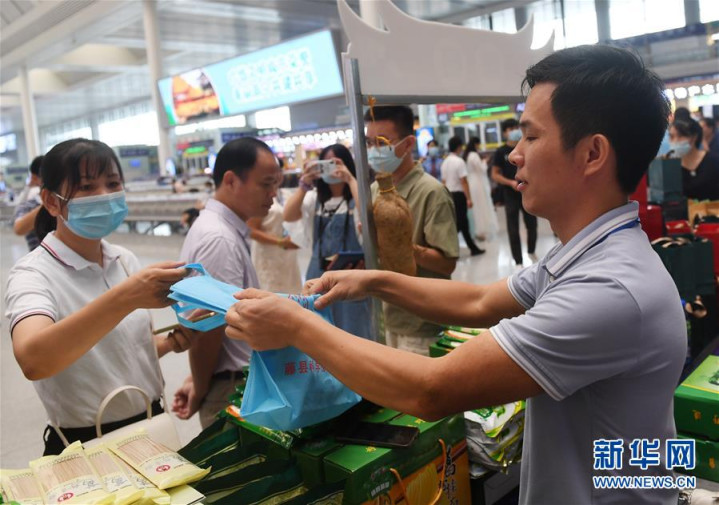 广西南宁: 火车站市集助消费扶贫