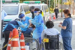 快訊! 韓國釜山一醫院暴發集體感染 52人確診新冠-圖1