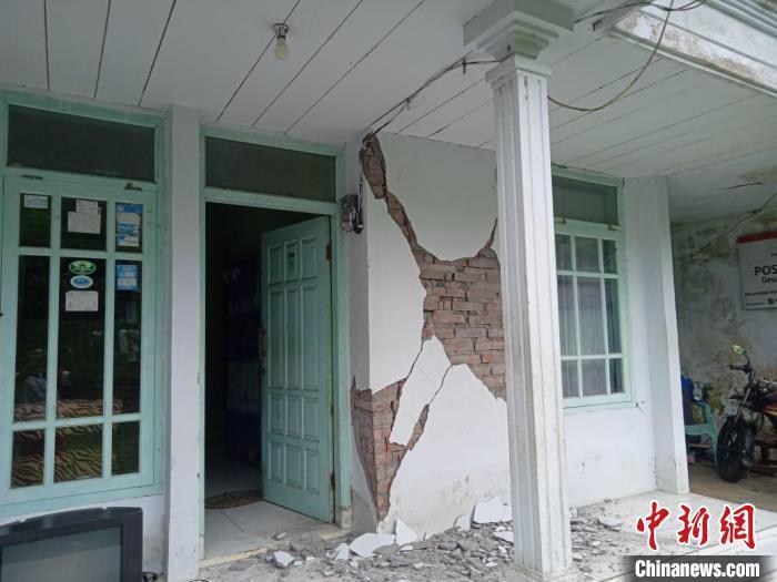 印尼強震已致6人死亡 部分建築被毀房屋屋頂震塌-圖2
