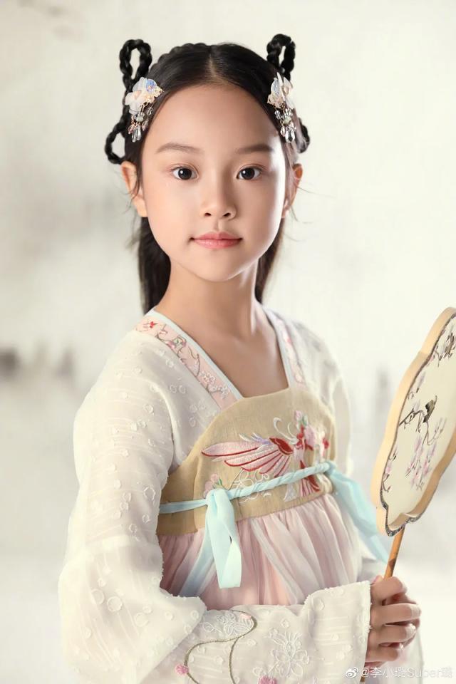 李小璐為女兒慶生, 母女拍古風寫真, 8歲甜馨出落大方淑女范十足-圖7
