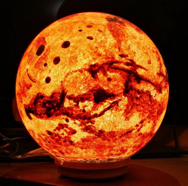 艺术家设计出行星造型的夜灯, 唯美梦幻, 仿佛能拥抱整个太阳系
