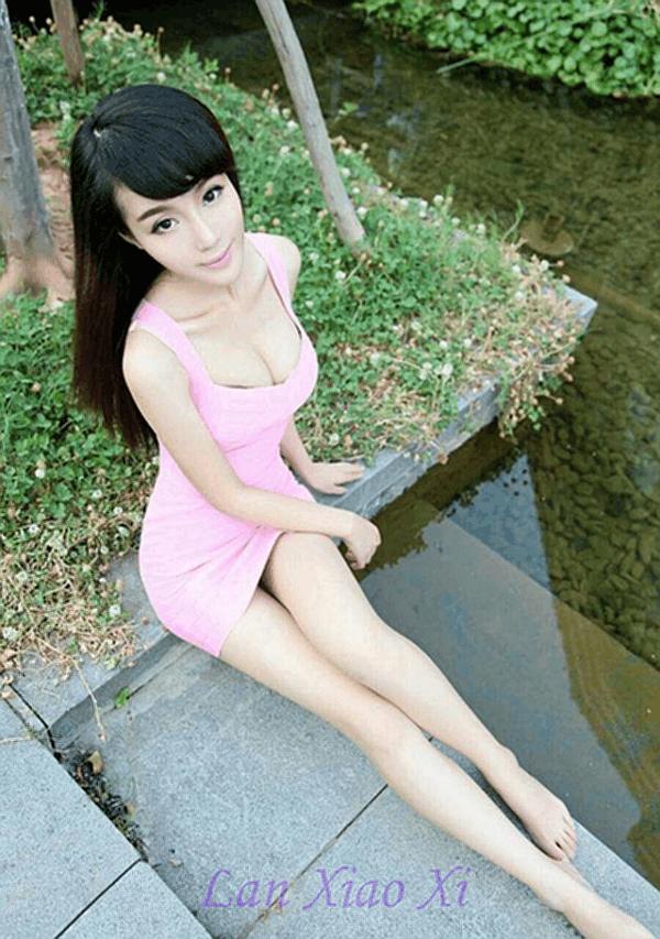 紧身连衣裙穿出美女S形身形充满时尚女人味 3