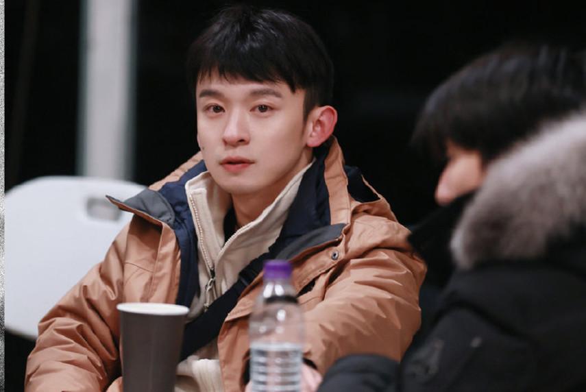 王俊凱新綜藝素顏出鏡, 臉部黝黑衣品土氣, 網友: 醜到勸退-圖3