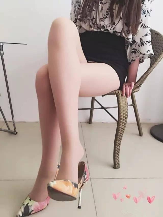 花色高跟鞋搭配丝袜, 真美! 2