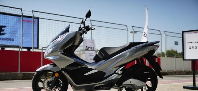 本田最新踏板標桿車, 149CC水冷, 百公裡油耗1.9L, 2.699萬值嗎?-圖2